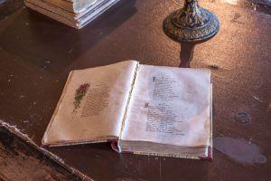 Львовка. Церковно-приходская школа. Книга на столе