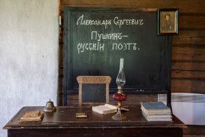Львовка. Церковно-приходская школа. Стол учителя