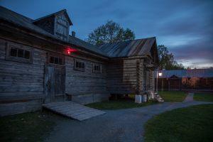 Большое Болдино. Вечернее фото. Надворные постройки в усадьбе Пушкина