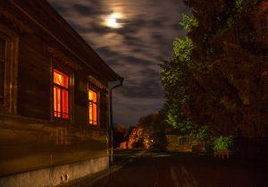 Большое Болдино. Луна над парком Пушкина.  Вечернее фото усадьбы Пушкина